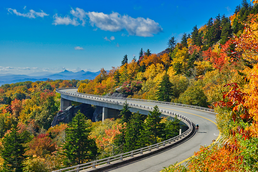 Blue Ridge Vacations - Blue Ridge Parkway and Blue Ridge Mountains of North Carolina Vacations and Travel Guides